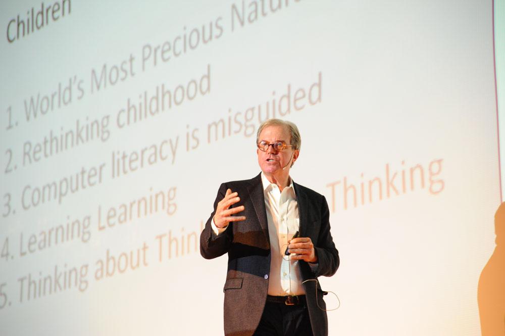 Nicholas Negroponte durante su intervención en Más Digital.