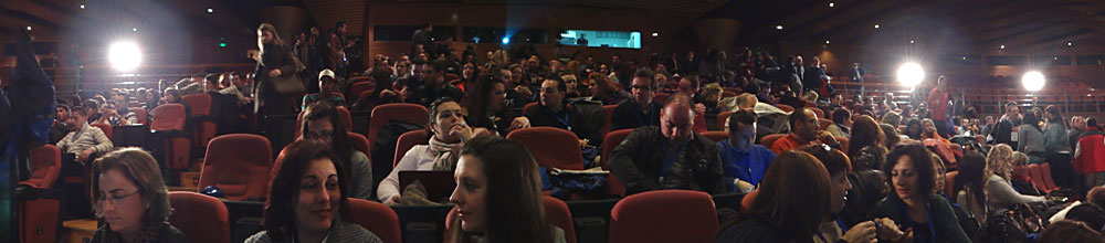 Poco a poco se va llenando el auditorio del Palacio de Congresos de Granada.
