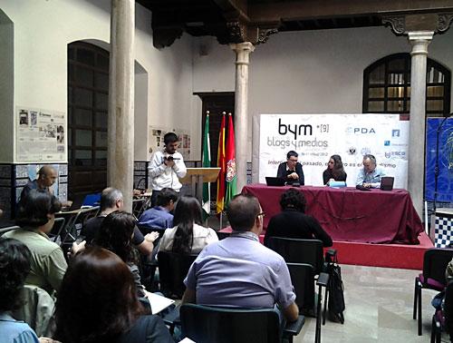 Juan Freire y Julio Alonso, en una mesa moderada por Noelia Vera, en las jornadas Blogs y medios.