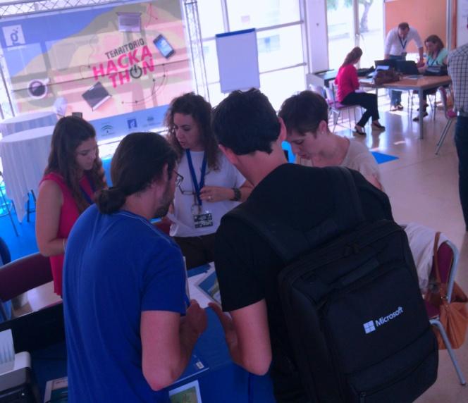 Participantes en Territorio Hackathon Jerez se acreditan
