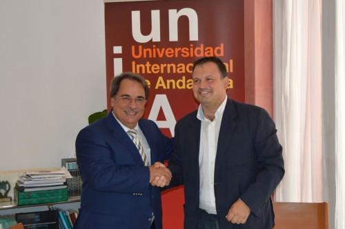 El rector de la UNIA y el director del Consorcio Fernando de los Ríos en el acto de la firma